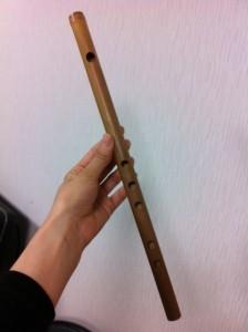 分かりますか?指で押さえる穴が、、、 通常神楽笛は6つなのですが、5つ...  篠笛奏者 こと